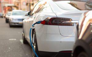Les voitures tout-électrique à batterie et moteur électrique.
